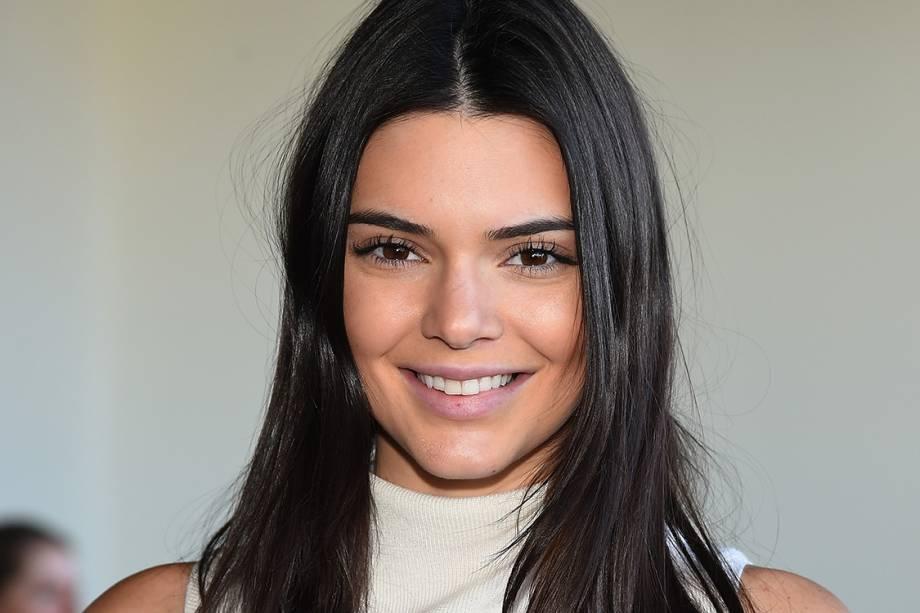 Kendall Jenner, de 20 anos, irmã de Kim Kardashian, dividiu a terceira colocação com Karlie Kloss, subindo da 16ª posição no ano anterior. A sua remuneração foi de 10 milhões de dólares no período considerado pela Forbes, em parte por causa das parcerias com Estée Lauder e Calvin Klein.