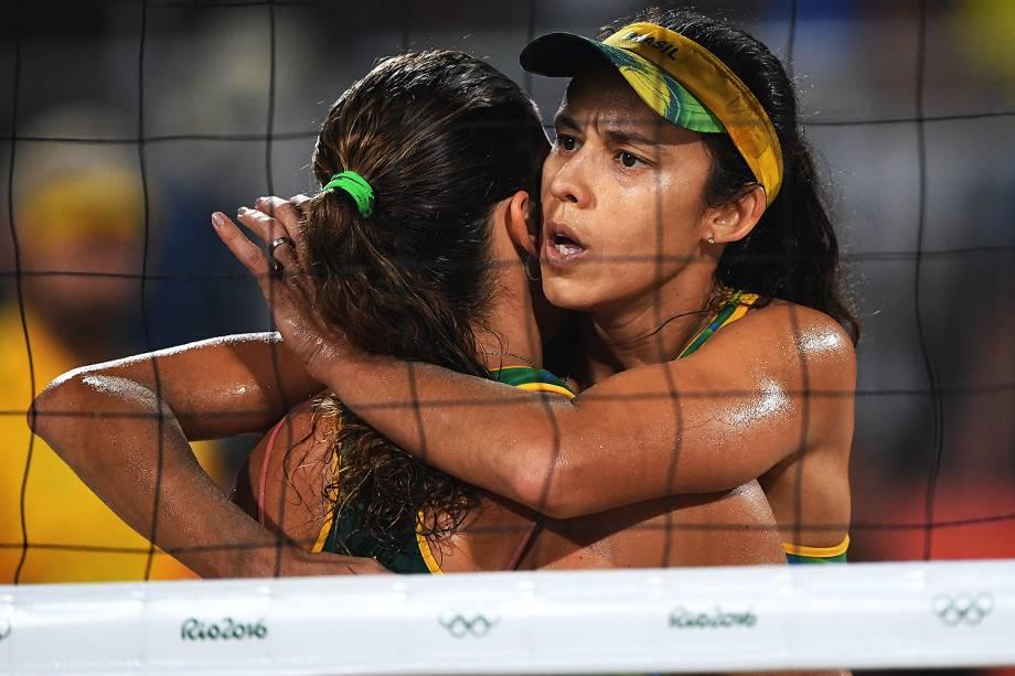 Talita Rocha e Larissa França durante disputa pelo bronze contra a dupla dos Estados Unidos, April Ross e Kerri Walsh