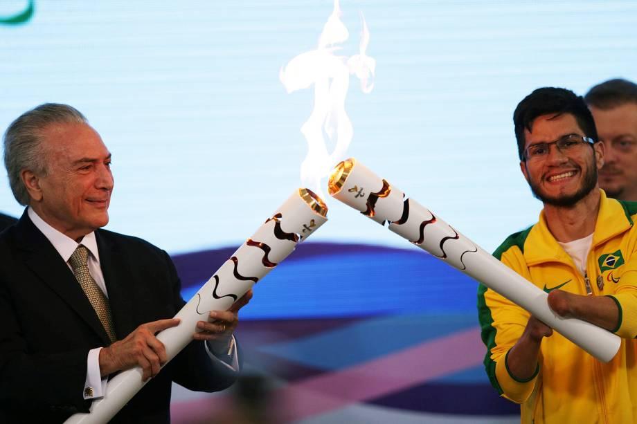 O presidente interino Michel Temer participa da cerimônia de recepção da tocha paralímpica no Palácio do Planalto, em Brasília (DF) - 25/08/2016