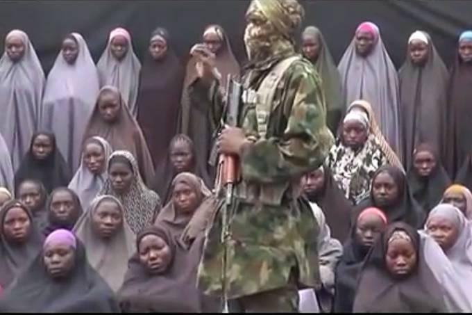 O grupo radical islâmico 'Boko Haram', divulga novo vídeo em que estudantes sequestradas na Nigéria aparecem