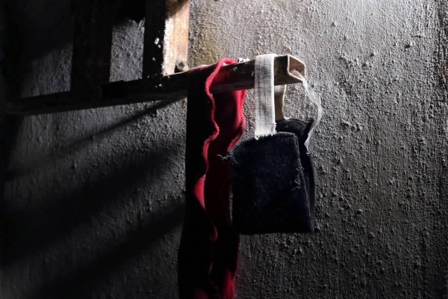 Vendas são fotografadas no interior de uma prisão que pertenceu ao Estado Islâmico na cidade de Manbij, retomada pelas Forças Democráticas da Síria - 17/08/2016