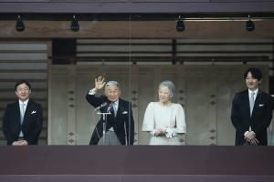 O príncipe Naruhito, o imperador Akihito, a imperatriz Michiko e o príncipe Akishino, durante celebração do Ano Novo na varanda do Palácio Imperial em Tóquio, Japão