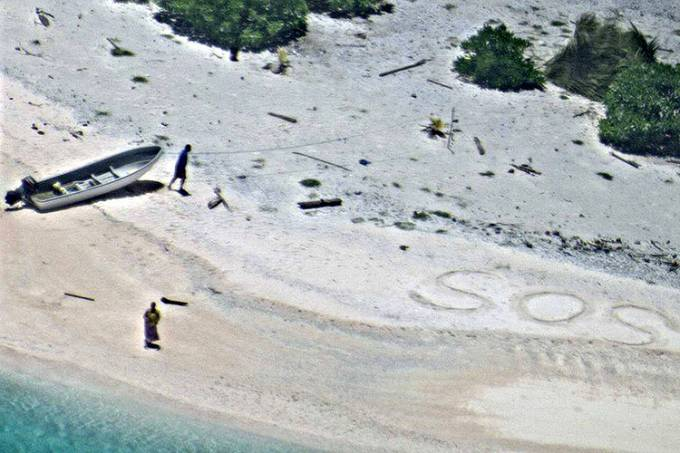 Marinheiros são resgatados de ilha inabitada no Pacífico