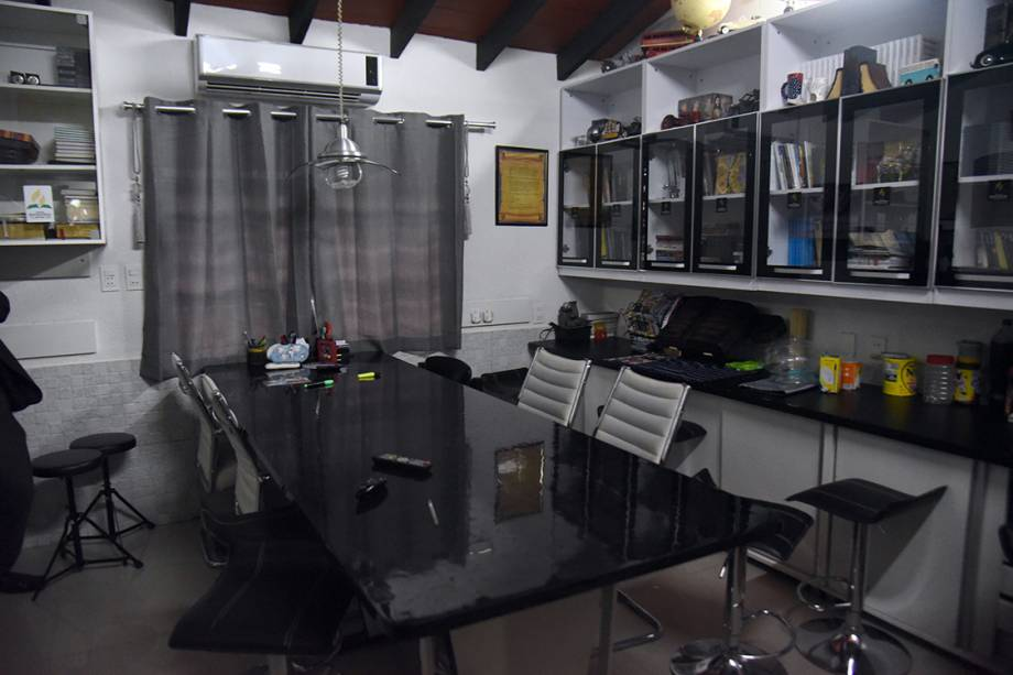 Sala de jantar da cela de prisão do traficante Jarvis Chimenes, em Assunção, no Paraguai