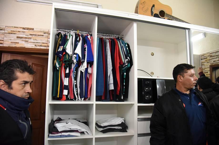 Imagem mostra guarda-roupa da cela do traficante brasileiro Jarvis Chimenes, que estava preso em Assunção, no Paraguai