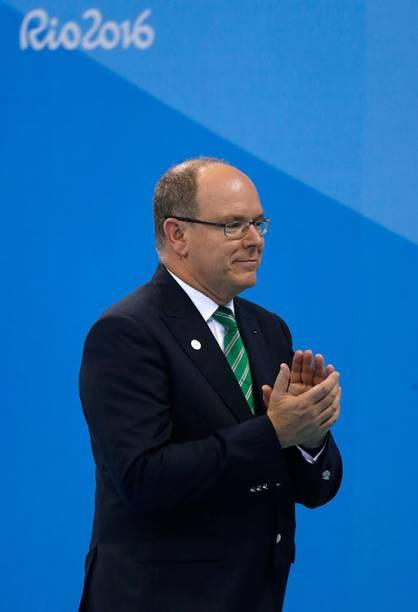 O príncipe de Mônaco, Albert, durante as competições de natação no terceiro dia da Rio 2016