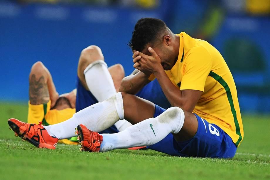 Jogadores do Brasil se emocionam após conquistarem a medalha de ouro nas Olimpíadas Rio 2016