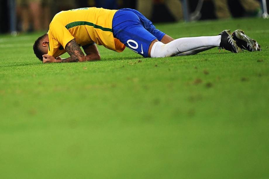 Neymar chora após conquistar a medalha de ouro nas Olimpíadas Rio 2016