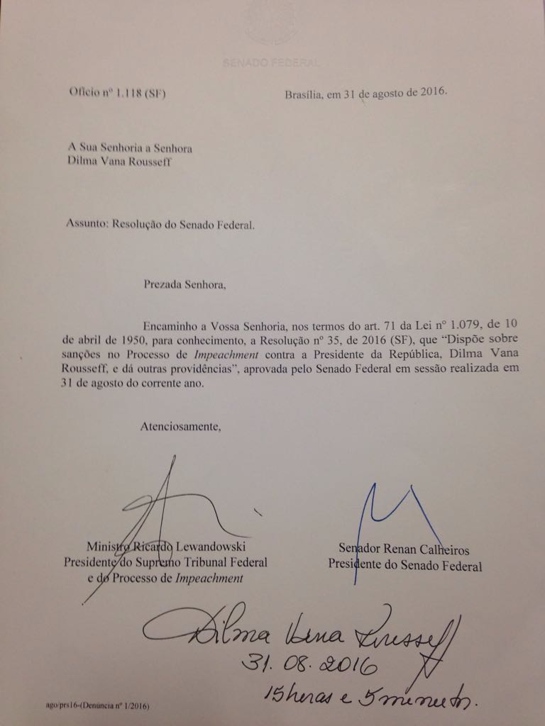 Ofício em que Dilma é notificada sobre processo de impeachment