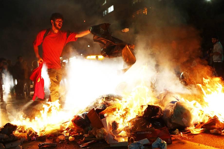Manifestantes protestam contra o governo do presidente Michel Temer e em favor da ex-presidente - 31/08/2016