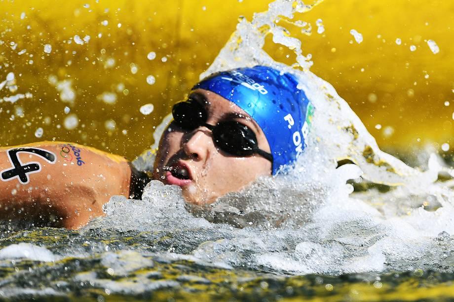 A brasileira Poliana Okimoto ganha medalha de bronze na maratona aquática - 15/08/2016