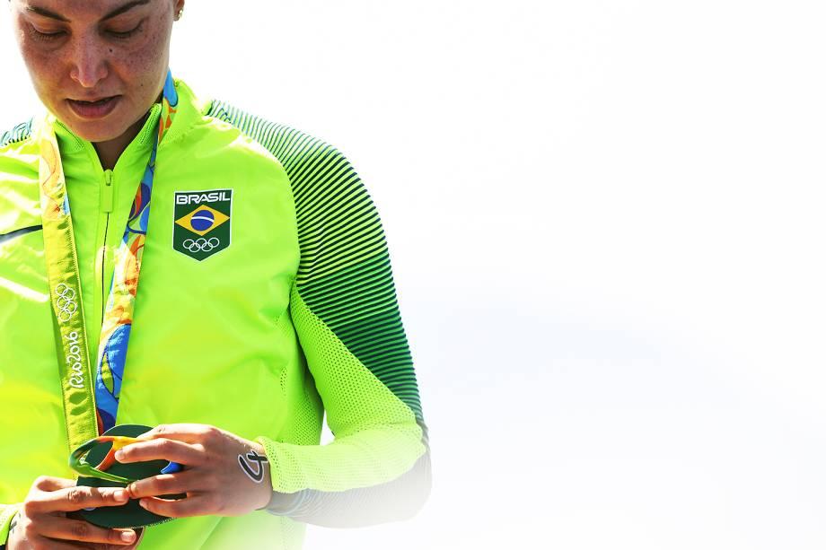 Nadadora brasileira Poliana Okimoto conquista medalha de bronze na prova da maratona aquática, na praia de Copacabana, Rio de Janeiro