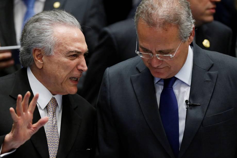 Novo Presidente da República, Michel Temer, conversa com presidente do Senado, Renan Calheiros, durante cerimônia de posse em Brasília