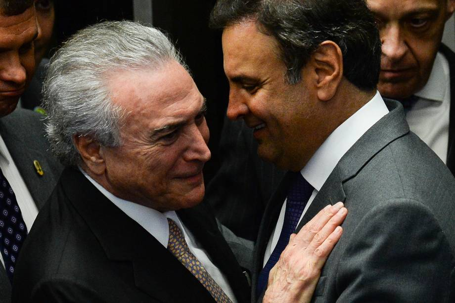 Presidente da República Michel Temer cumprimenta senador Aécio Neves após cerimônia de posse em Brasília - 31/08/2016