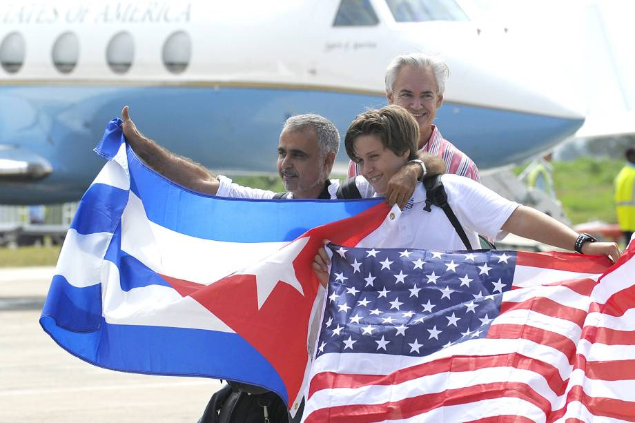 Passageiros desembarcam no Aeroporto Internacional de Cuba, vindos dos Estados Unidos, no primeiro voo comercial feito em mais de 50 anos, na cidade de Santa Clara - 31/08/2016