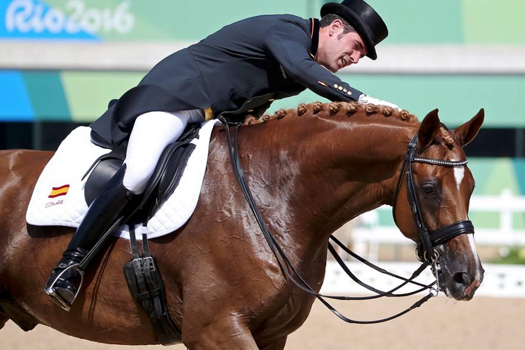 Cavaleiro espanhol Severo Jesus Jurado Lopez e seu cavalo Lorenzo, durante sessão de treinos no Rio de Janeiro