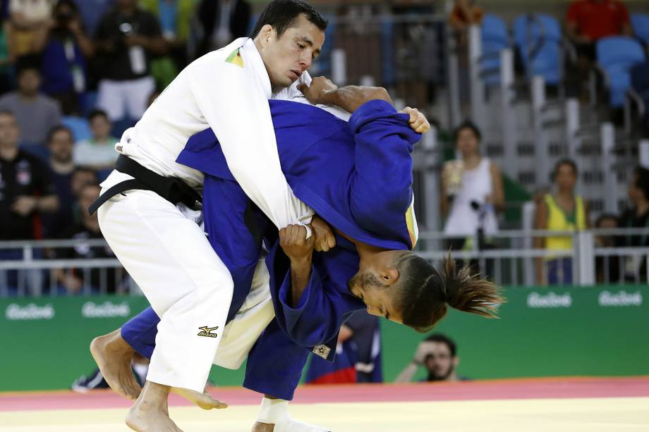 Felipe Kitadai luta contra o fracnês Walide Khyar (azul) durante Jogos Olímpicos Rio 2016 - 06/08/2016