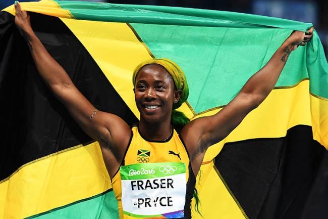 A velocista Shelly-Ann Fraser-Pryce, da Jamaica, após a prova dos 100m rasos, nos Jogos Olímpicos Rio 2016