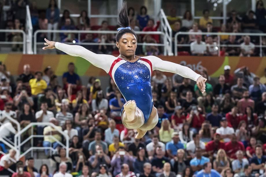 A ginasta Simone Biles dos Estados Unidos durante disputa no individual geral da ginástica artística feminina