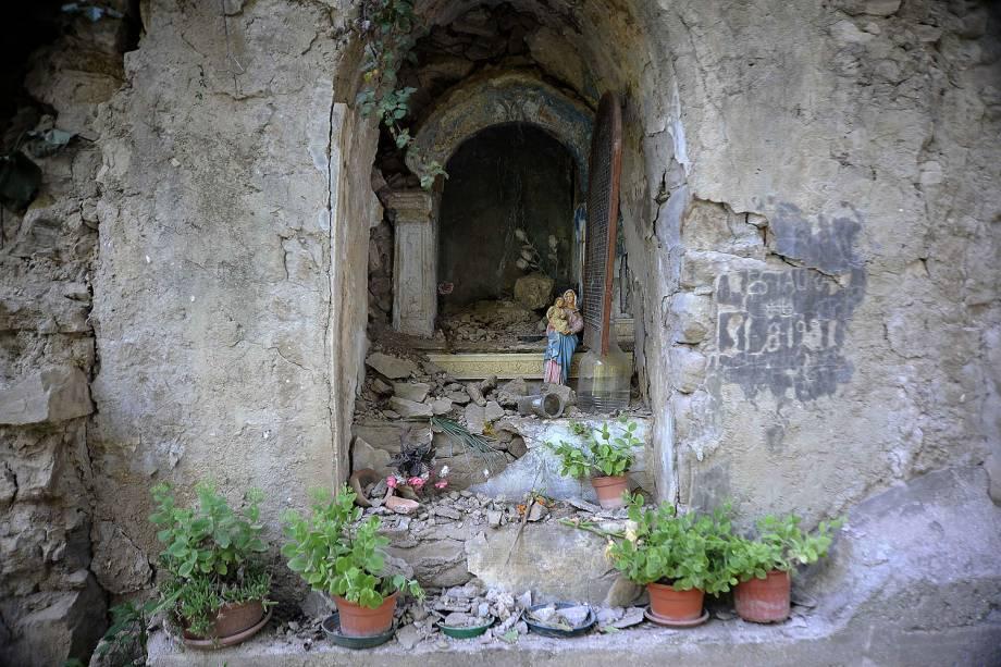 Cidade de Amatrice é destruída por um terremoto de magnitude 6.2, na Itália