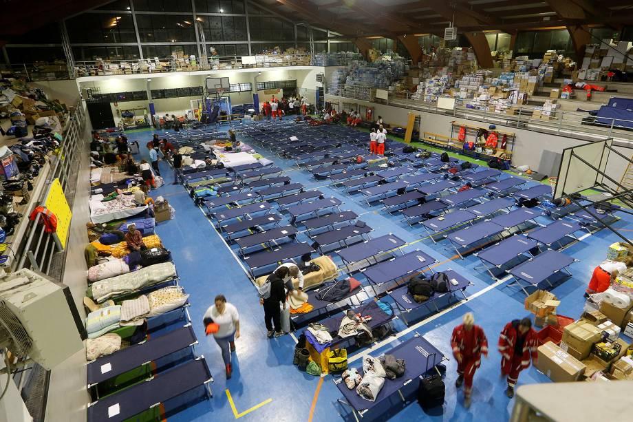 Sobreviventes do terremoto em abrigos improvisados em um acampamento temporário  na aldeia italiana de Amatrice – 25/08/2016
