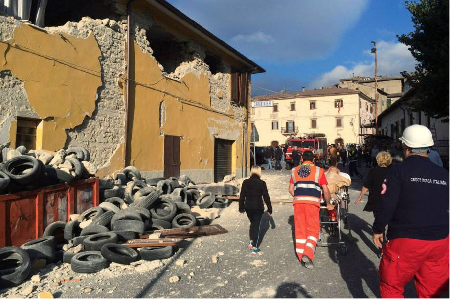 Rua da cidade de Accumoli, no centro da Itália, após o terremoto que atingiu a região - 24/08/2016