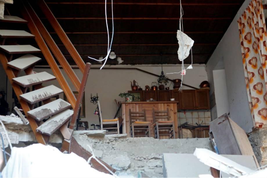 Interior de uma casa destruída por terremoto em Amatrice, na Itália - 24/08/2016