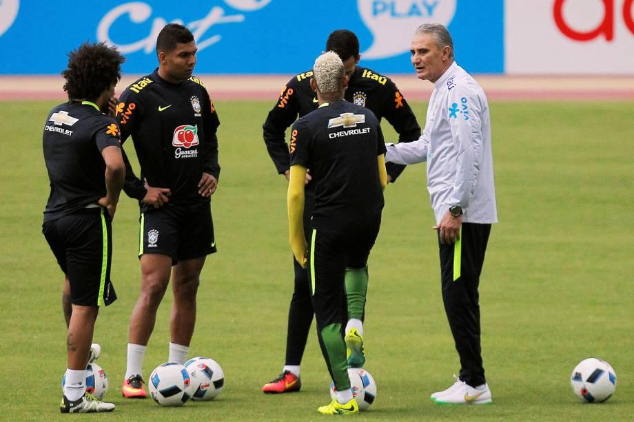 O técnico Tite da seleção brasileira durante o treino no estádio Casa Blanca, casa da LDU em Quito. O Brasil enfrenta o Equador pelas Eliminatórias da Copa de 2018 na próxima quinta-feira (1) - 31/08/2016