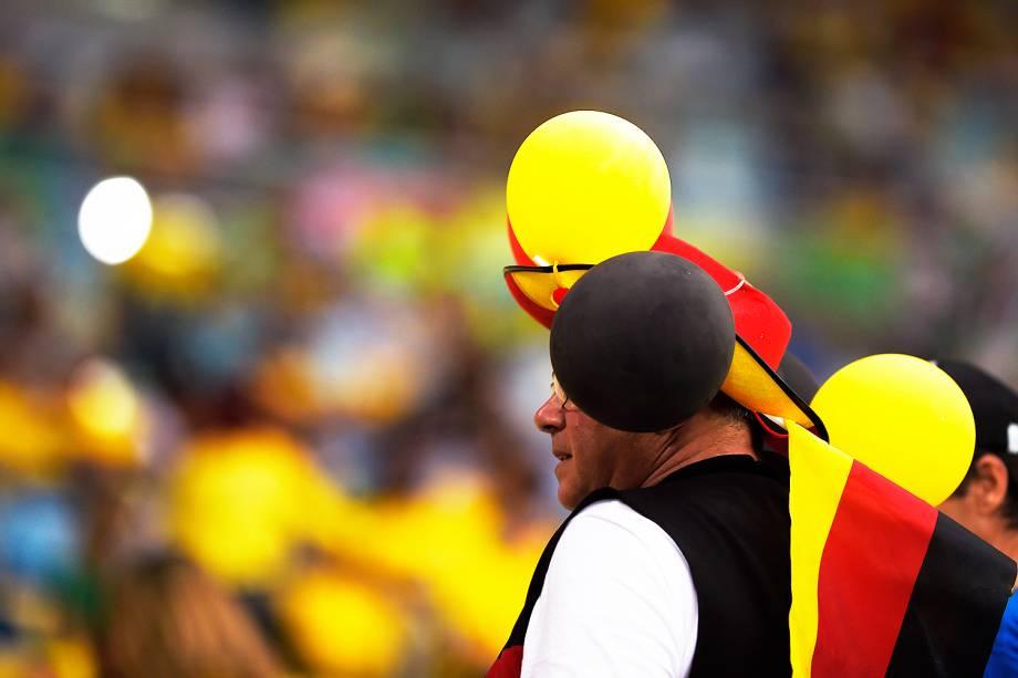 Torcedor da Alemanha comparece no Maracanã para a final do futebol masculino contra o Brasil
