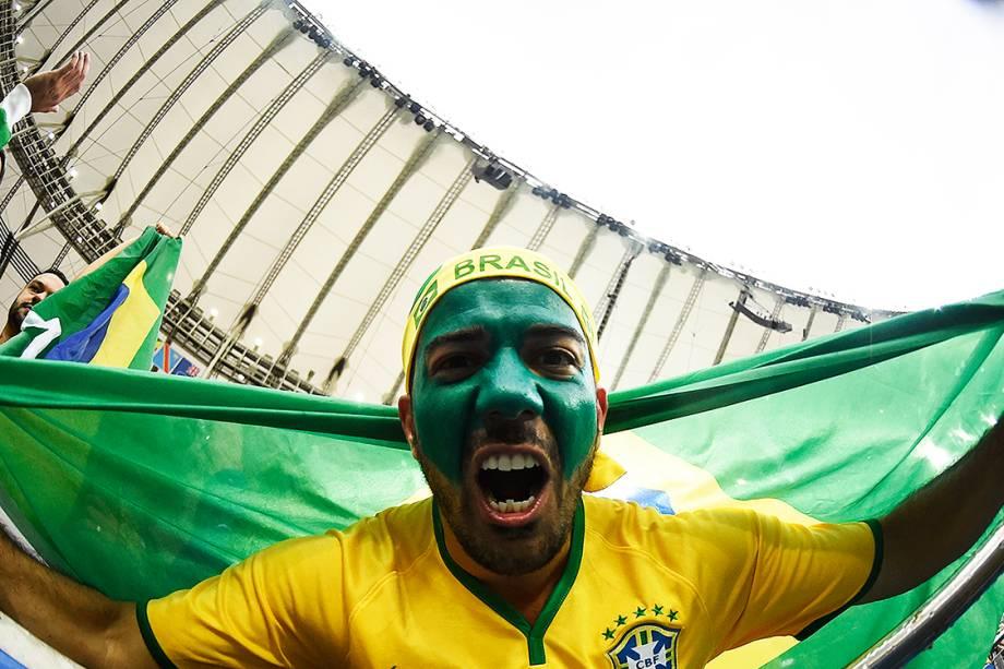 Torcedor do Brasil durante a final do futebol masculino contra a Alemanha, no Maracanã