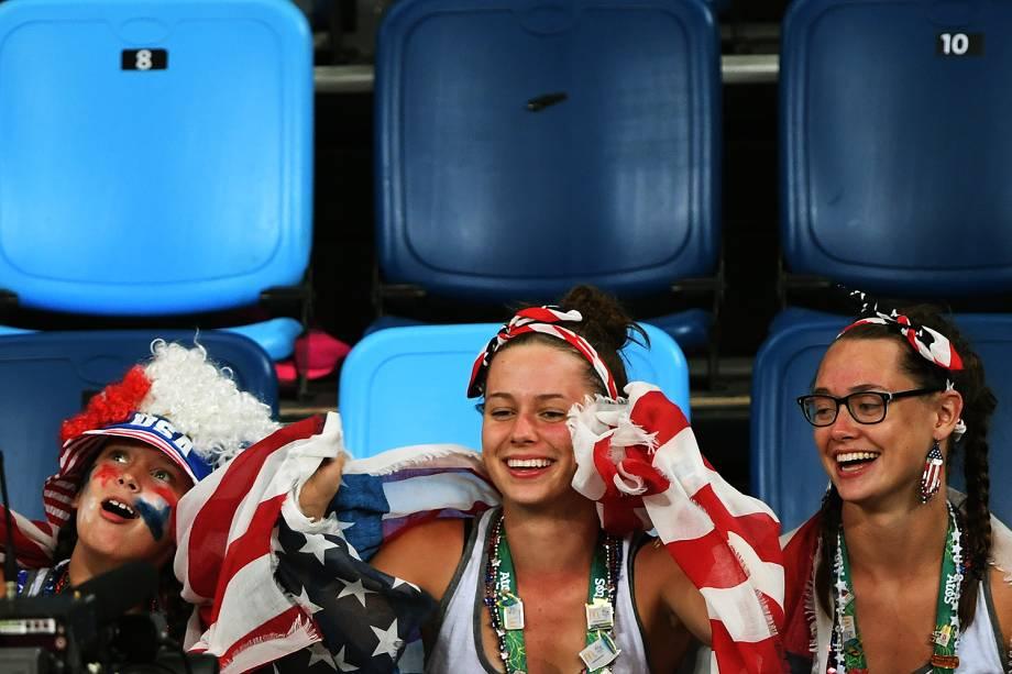 Torcida dos Estados Unidos comparece no jogo contra a China, nas Olimpíadas Rio 2016