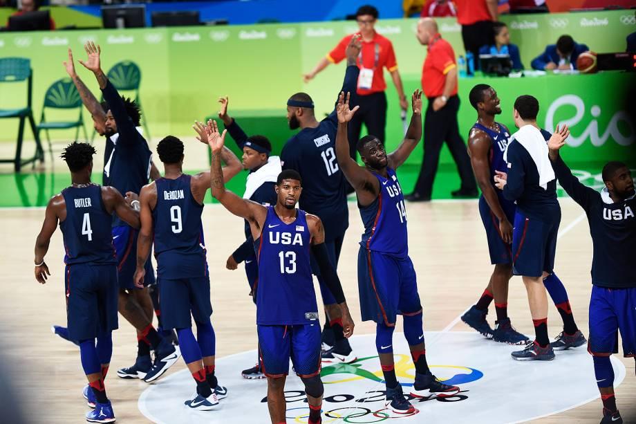 Seleção de basquete dos Estados Unidos comemora após vencer jogo contra a China, nas Olimpíadas Rio 2016