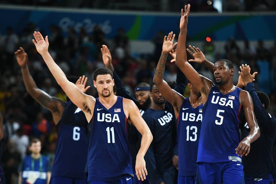 Jogadores dos Estados Unidos comemoram a vitória sobre a Espanha, nas Olimpíadas Rio 2016