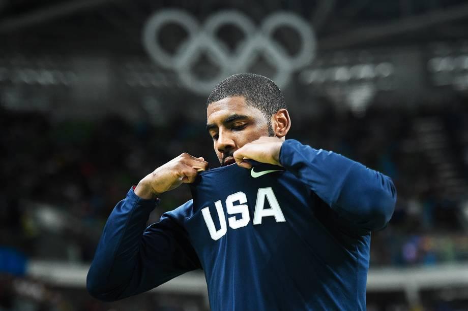 Kyrie Irving, dos Estados Unidos, durante a semifinal de basquete contra a Espanha