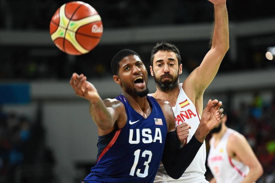 Paul George, dos Estados Unidos, durante a semifinal de basquete contra a Espanha