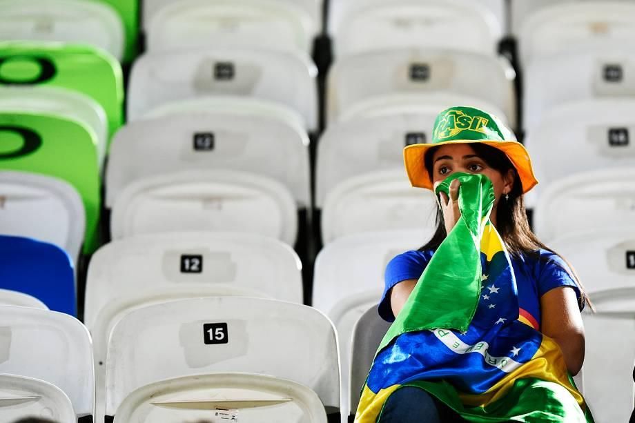 Torcida acompanha a disputa da medalha de bronze no vôlei de praia feminino na Arena de Copacabana
