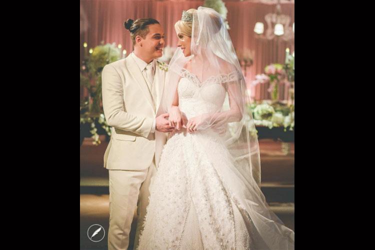 Wesley Safadão se casa de branco -- e mulher, de princesa -- 01/08/2016