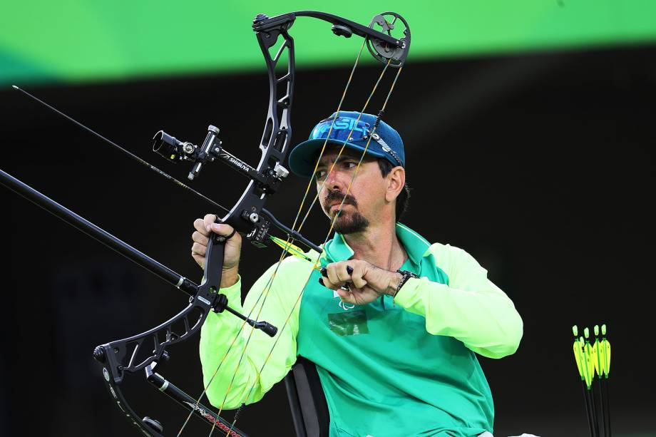 O atleta brasileiro Andrey Muniz durante a competição no Tiro com Arco Paralímpico, no Sambódromo, no Rio de Janeiro - 14/09/2016