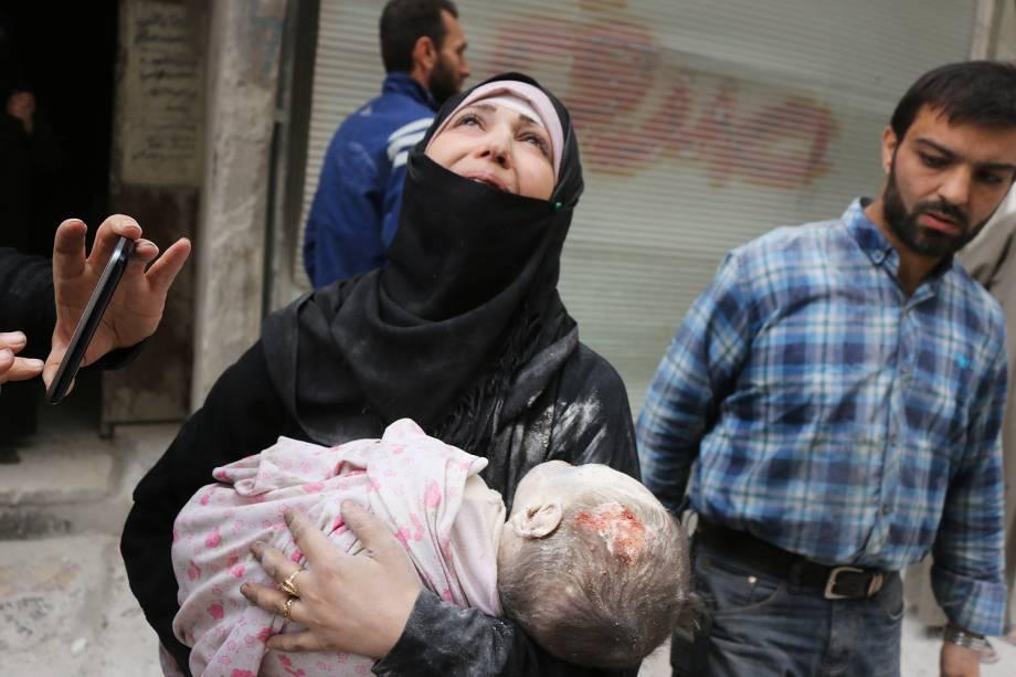Aviões de guerra realizaram nesta sexta-feira alguns dos ataques aéreos mais intensos contra áreas de Alepo dominadas por rebeldes depois que o Exército da Síria, com apoio da Rússia, anunciou uma ofensiva para recapturar totalmente a maior cidade do país - 23-09-2016