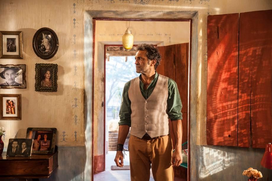 Santo (Domingos Montagner) em cena da novela 'Velho Chico'