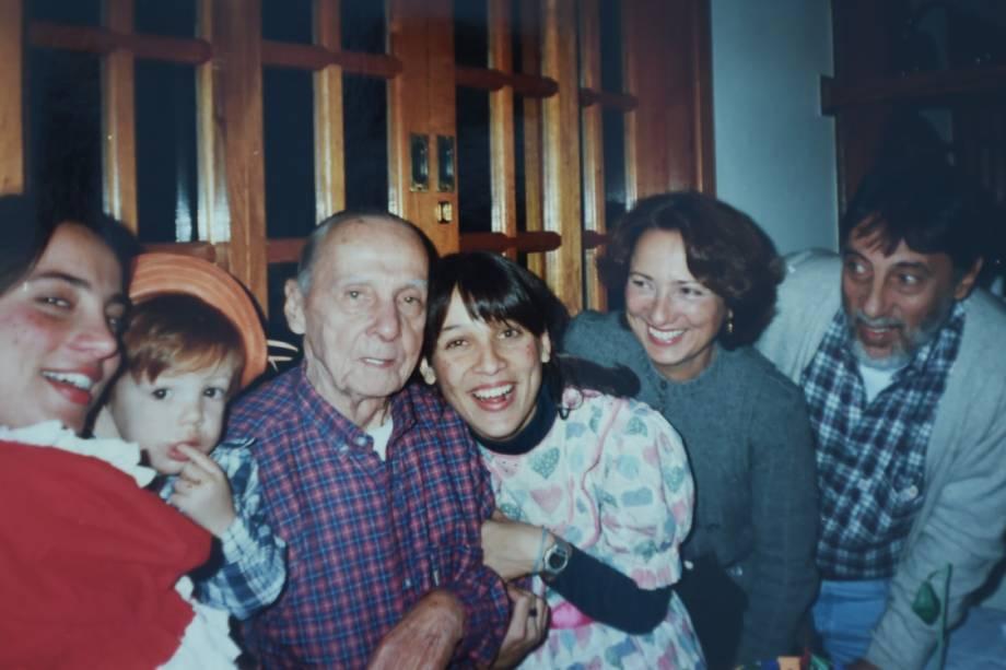 O ator João Côrtes quando criança e sua família