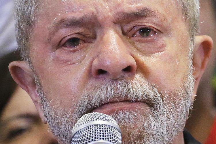 O ex presidente Luiz Inácio Lula da Silva concede entrevista coletiva sobre a denúncia do Ministério Público Federal contra ele e sua esposa Marisa Letícia por crimes de corrupção, em um hotel no centro de São Paulo - 15/09/2016