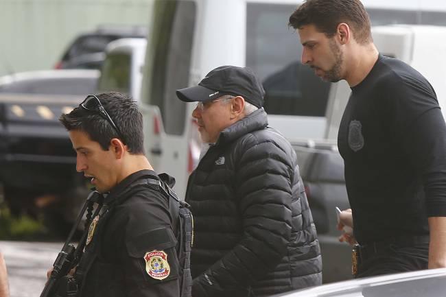 O ex-ministro Guido Mantega chega à sede da Polícia Federal, em São Paulo, após ser preso temporariamente durante a 34ª fase da Operação Lava Jato, intitulada Operação Arquivo X - 22/09/2016