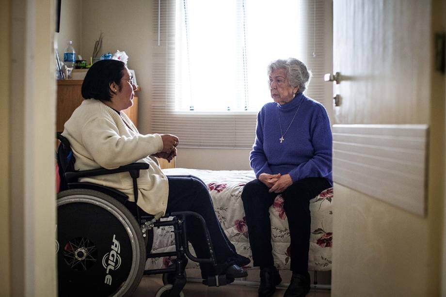 Quando ela chegou à clínica, mal se movimentava. Na condição de paciente terminal, recebeu o prognóstico de 90 dias de vida. Sua filha, Maria do Carmo, é cadeirante há cinco anos por uma deficiência que se agravou desde a infância.