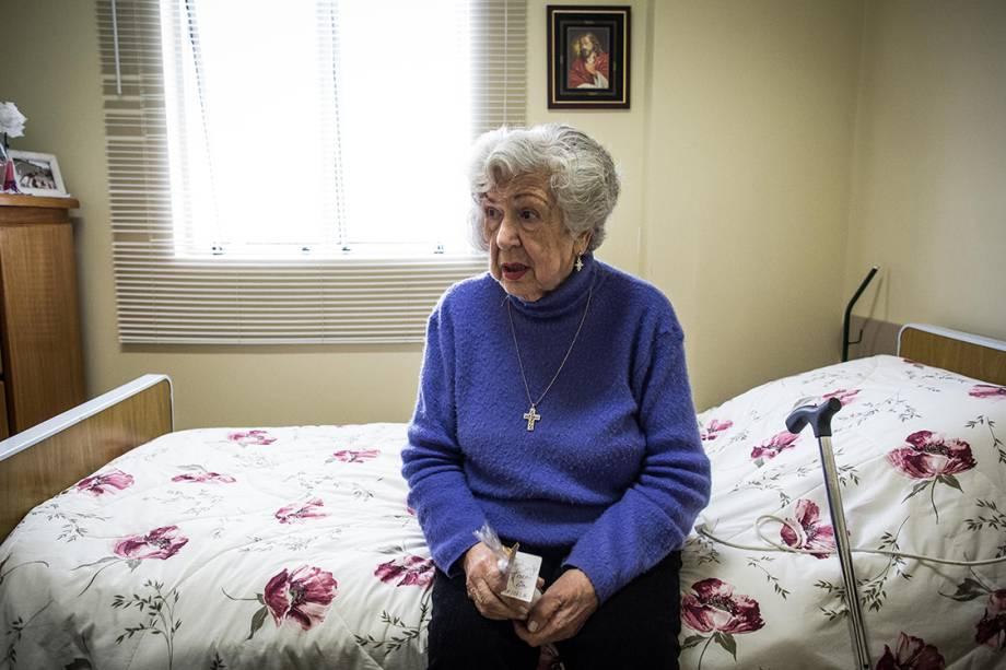 Rosary Guimarães, 87, está há um ano na clínica Sainte-Marie, em São Paulo. Com um tumor benigno no mediastino, as células podem crescer no espaço entre os pulmões e causar problemas respiratórios.