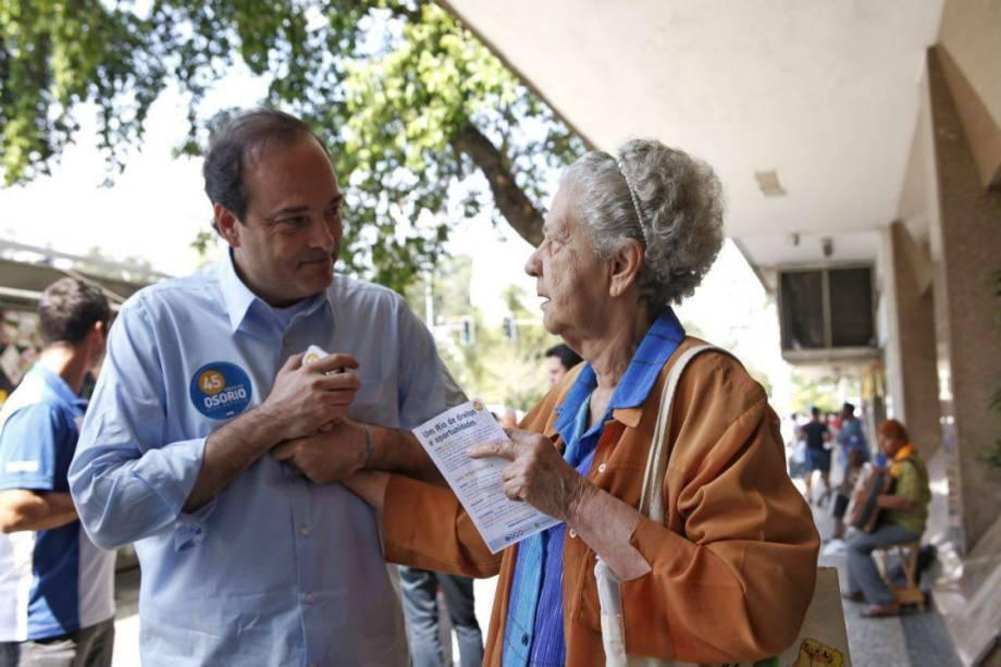 Carlos Roberto Osório, o tucano que concorre à prefeitura do Rio, é um dos poucos cariocas que ainda veste camisa de botão para pedir voto