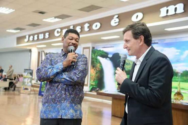 Marcelo Crivella em visita ao ex-rival, apóstolo Valdemiro Santiago