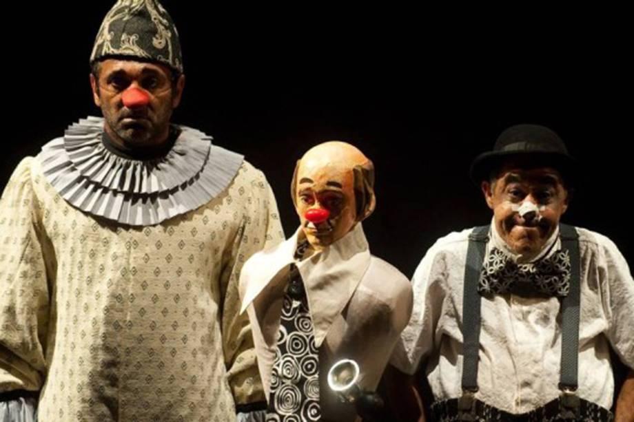 Participou do comentado espetáculo A Noite dos Palhaços Mudos, que conquistou o prêmio Shell de Teatro em 2009