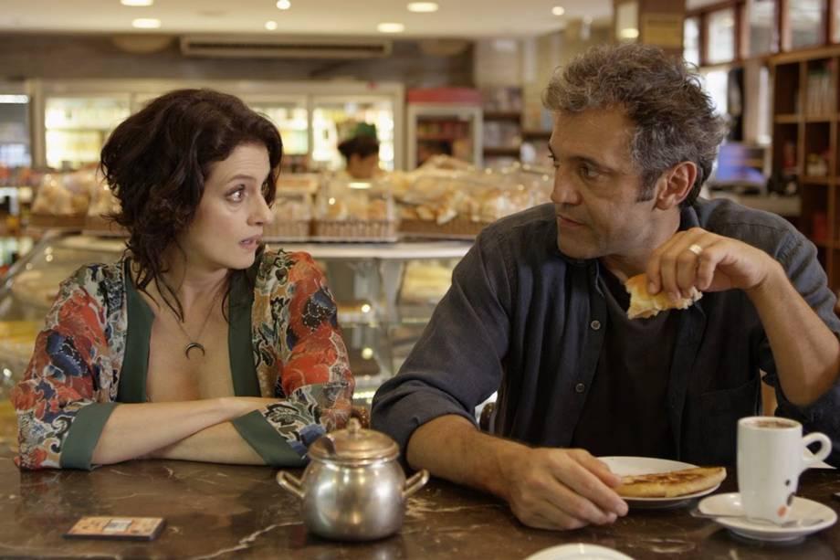 Fábio (Domingos Montagner) e Ana Lúcia (Denise Fraga) em cena do filma 'De Onde Eu Te Vejo' dirigido por Luiz Villaça