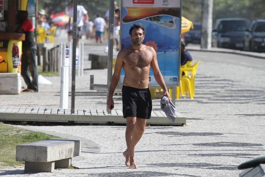 Domingos Montagner caminhando na orla, Rio de Janeiro